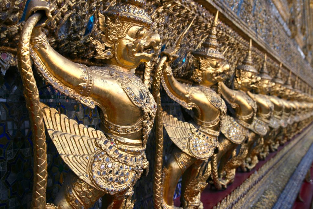 Garudas statues