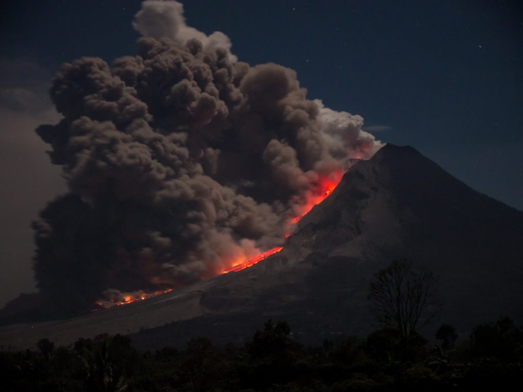 ภูเขาไฟระเบิด
